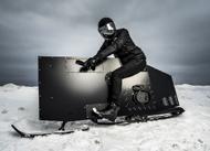 黑色劲装雪地摩托车Snoped亮相 外型酷炫与众不同
