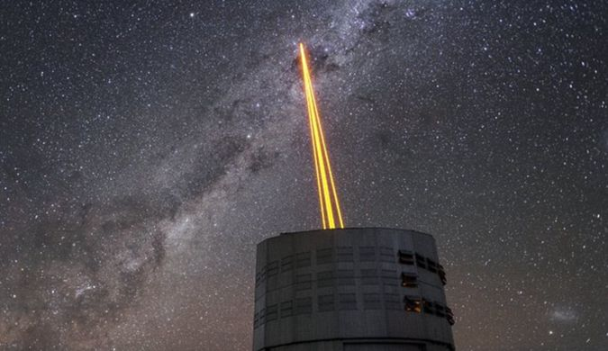 四道光柱划破夜空:世界最强大激光导星系统测试