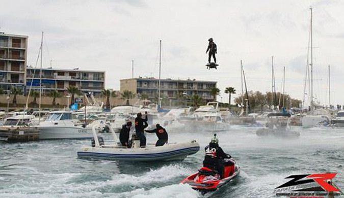 男子乘悬浮滑板飞2252米破纪录 时速可达150公里