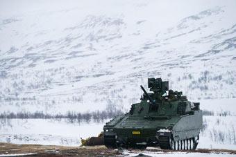 挪威军队冰天雪地演习画面太美
