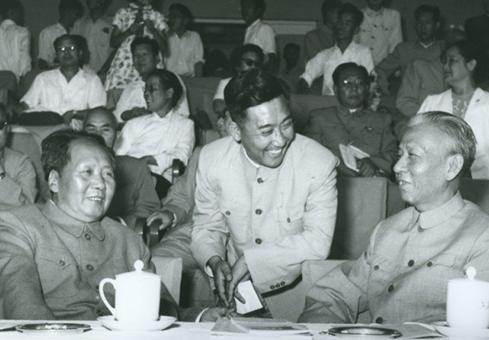 """毛泽东审定""""五一六通知"""":一个标点都不许动"""