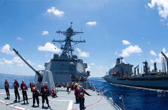 美军航母战斗群继续在南海徘徊
