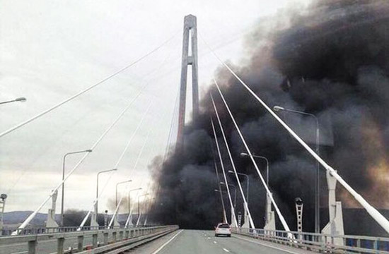这不是起火只是俄军战舰冒的烟