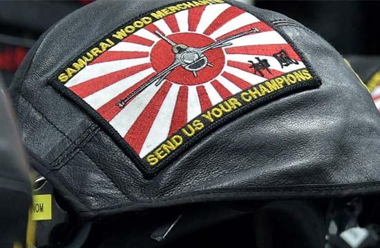 """驻日美军头顶日军""""神风""""标志"""