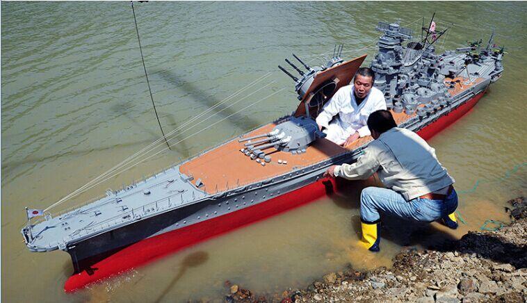 """日本公司职员花费十年制作大和号战舰模型""""首次航海"""""""