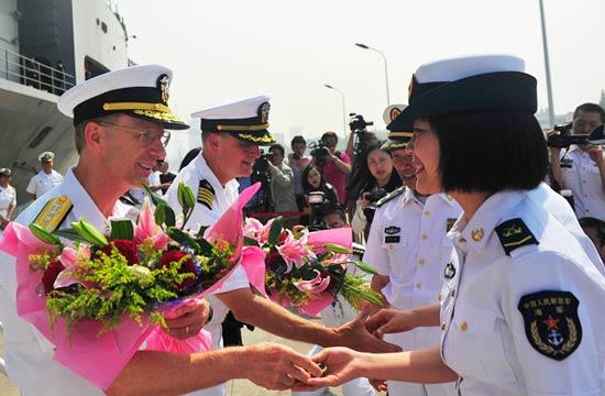 美国海军旗舰蓝岭号访问上海