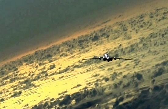 轰6K飞越太平洋穿云飞行震撼