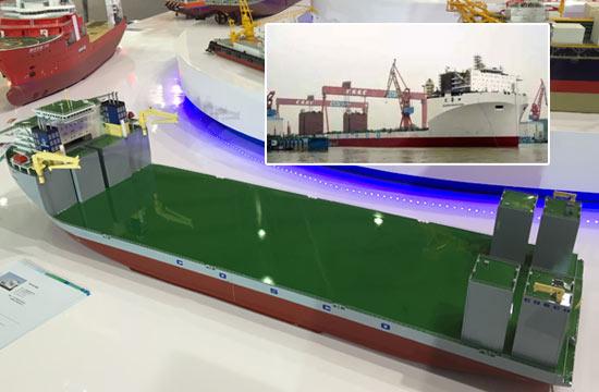 国产9万吨级半潜船顺利出坞