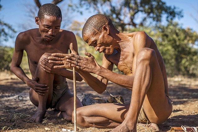 """探访纳米比亚桑人部落感受""""原始时代"""""""
