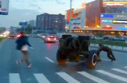 """俄罗斯来阅兵的火炮自己""""跑了"""""""