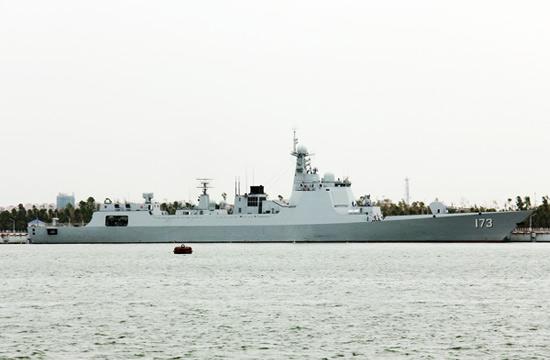 173号052D舰现身南海舰队港口