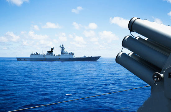 052D神盾舰队在南沙保持警戒