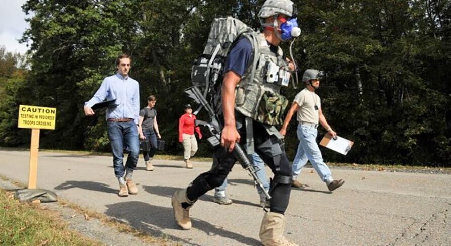 哈佛大学研制出外骨骼套装 减轻士兵能量消耗