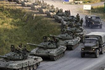 俄军用钢铁拳头回应北约挑衅