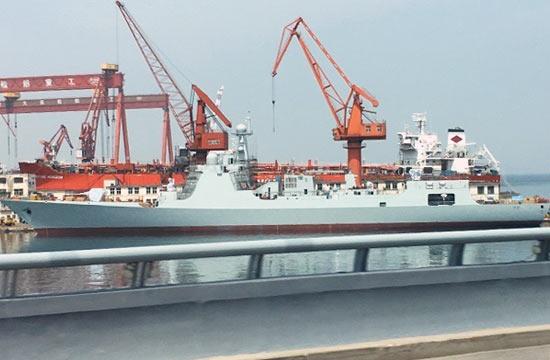 新一艘052D舰现身大连造船厂