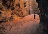 徒步约旦 玫瑰色沙漠中消失的古城