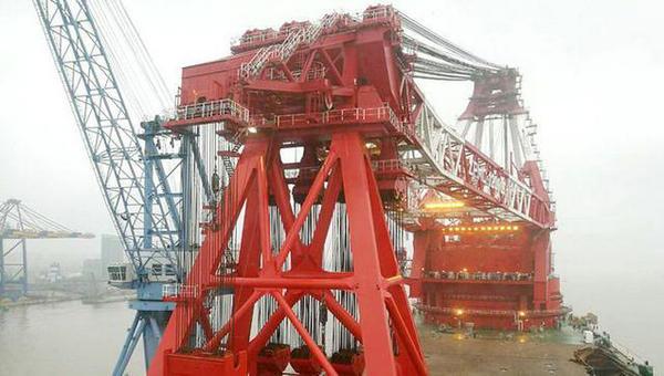 中国造出全世界最大起重船