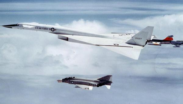 全球最重的飞机重达275吨