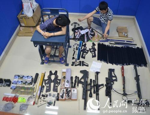 男子从香港携枪械配件入境被抓 每件获利100元(图)