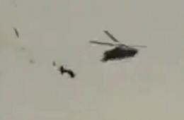 土耳其眼镜蛇直升机被导弹打成两节