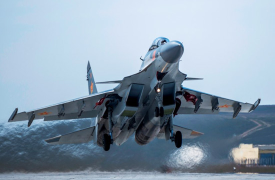 某国重型战机涂装神似解放军