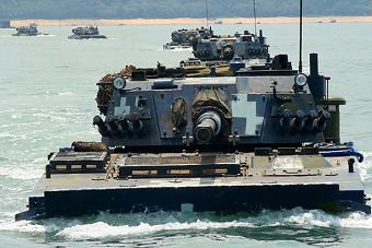 海军陆战队抢滩登陆进行时