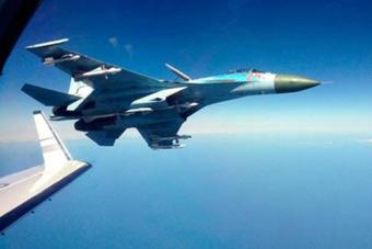 美军侦察机逼近 俄起飞苏27拦截