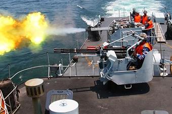 南海舰队多型舰艇开展实战训练