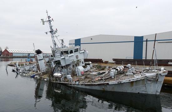英国扫雷艇在停泊位沉掉了