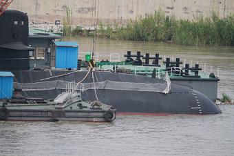 国产新型常规潜艇表面工艺细腻