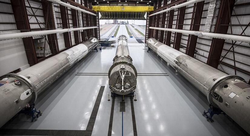 猎鹰-9型火箭的家:看看SpaceX的回收火箭仓库