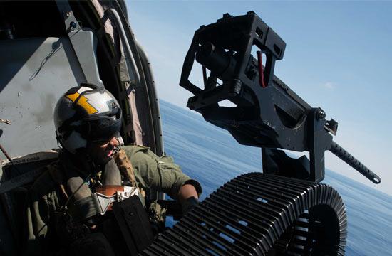 美军直升机在南海上空飞行