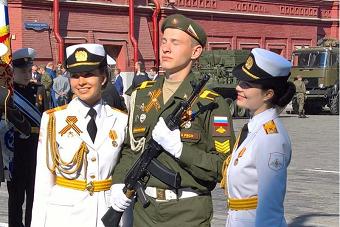 俄罗斯妹子穿军装就是美