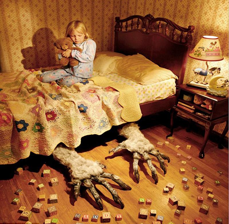 实为假象:美摄影师邀女儿拍恐怖照片