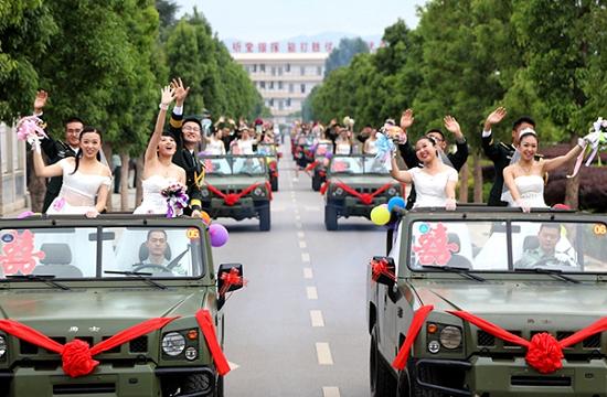 火箭军某部隆重举行集体婚礼