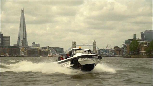 灾区福音:世界首辆水陆两栖卡车试航泰晤士