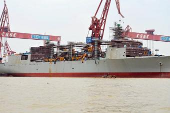 国产4万吨航母补给舰最新进展