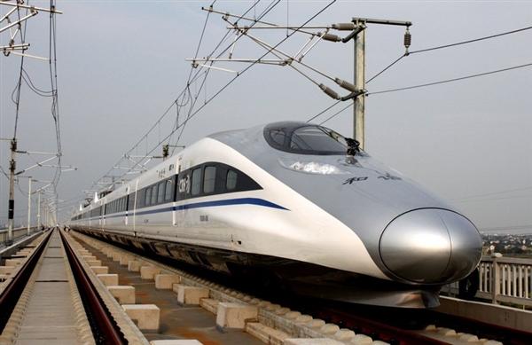 云南首列高铁进站:迄今世界最先进动车组