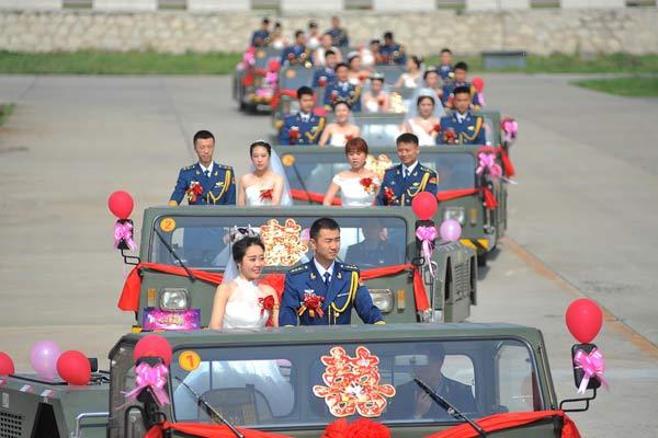 """13位空军迎新娘 战机列队当""""伴郎"""""""