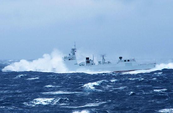 海军052D舰舰艏被淹穿浪勇进