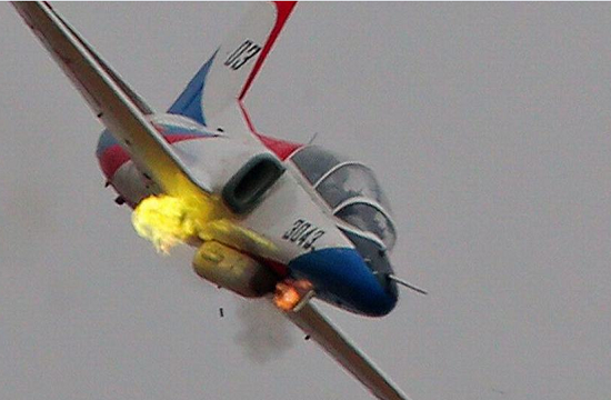 K-8挂载机炮吊舱变攻击机