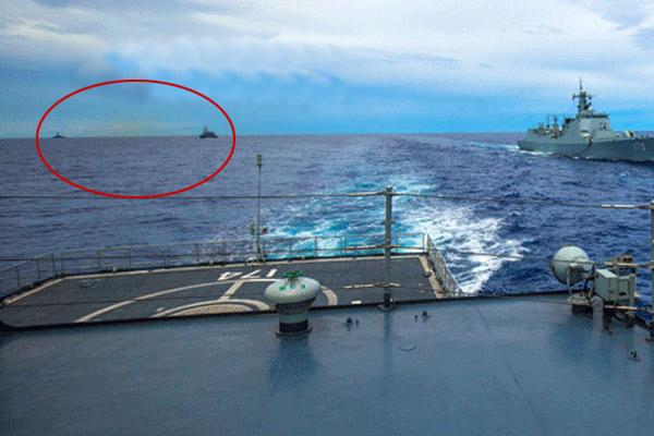 海军在西太平洋演练 美日军舰尾随