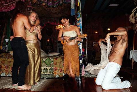 美房产大亨开婚礼疯狂派对 尺度大胆