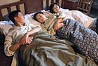 男子婚后与妻母同床睡