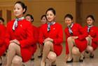 揭秘美女空姐的蹲式服务