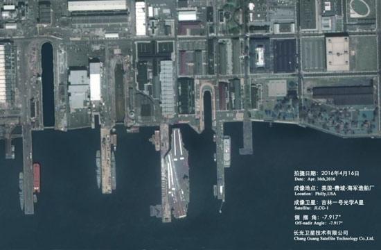 中国卫星高清拍摄美军航母港口