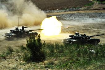 39集团军99坦克实弹射击瞬间