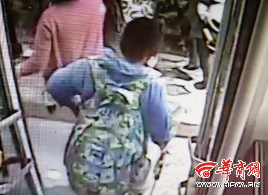 陕西12岁男孩带水枪离家出走:去