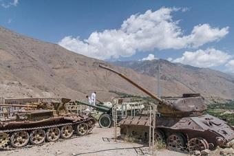 阿富汗山谷残存苏军二战坦克