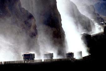 解放军汽车兵征战川藏线
